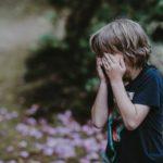 子供が離婚した親に会いたいと泣く時は会わせるべき【経験談有】