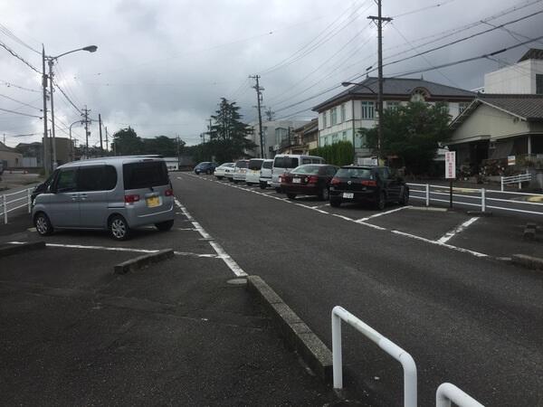 エムルパン 駐車場