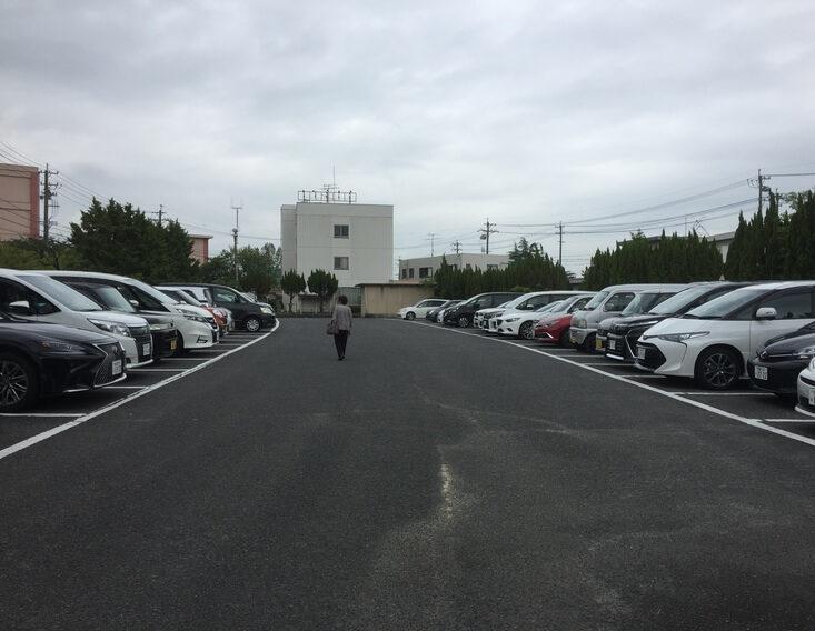 ねえぇほっとけないよ 駐車場